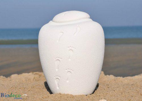 Bio-urn Ocean Quartz footprints, biologisch afbreekbare urn op het strand van Scheveningen
