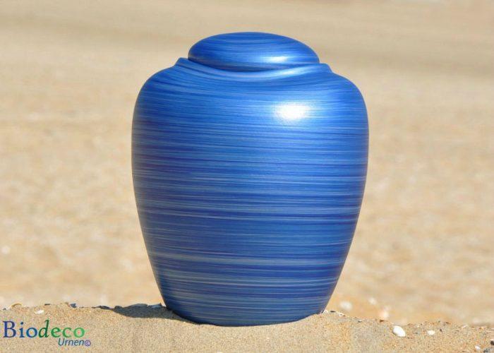 Zee-urn Ocean Aqua, biologisch afbreekbare urn op het strand van Scheveningen
