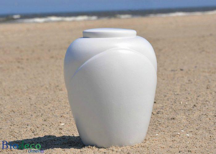 Biologisch afbreekbare zee-urn traditional Parel, op het strand van Scheveningen voor de zee