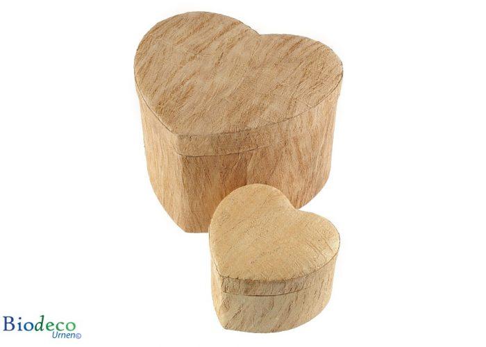 De biologisch afbreekbare Hart-urn Houtstructuur, in een standaard- en miniformaat, voor een asbijzetting in de aarde