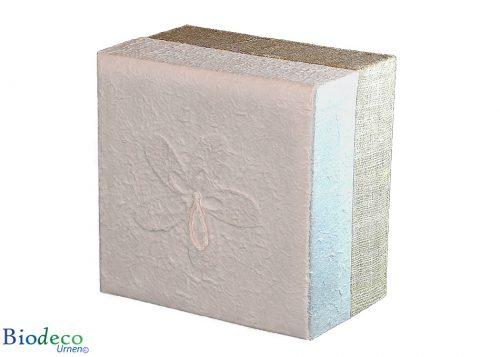 De biologisch afbreekbare urn Witte Hennep, bekleed met henneptextiel, voor een asbijzetting in de aarde