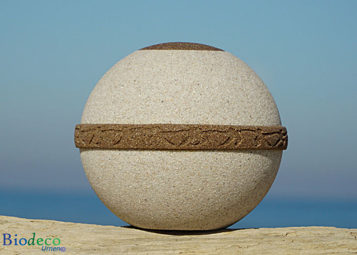 De zee- of aarde-urn Cuartzo Zand-urn, van kwarts- en strandzand. Voor een asbijzetting op zee of in de aarde